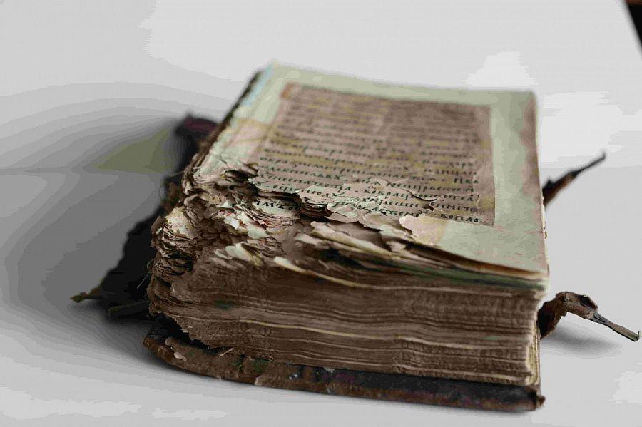 В Национальной библиотеке Бурятии завершена реставрация старопечатной книги XVI века